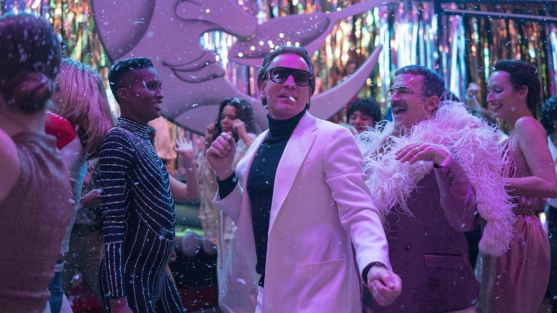 """Kaftani, kokain i kaos u traileru za seriju """"Halston"""""""