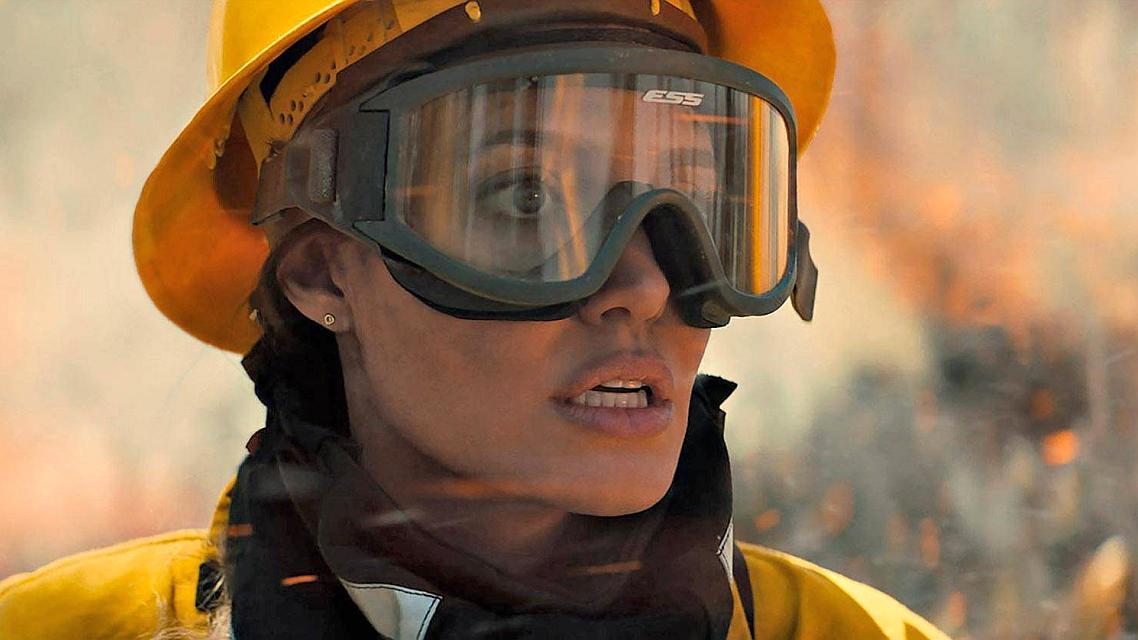 Angelina Jolie protiv plaćenih ubojica i šumskog požara