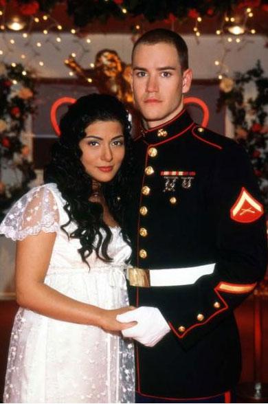 Jason Johnson (Goselaar) je američki marinac koji dolazi u Bahrain