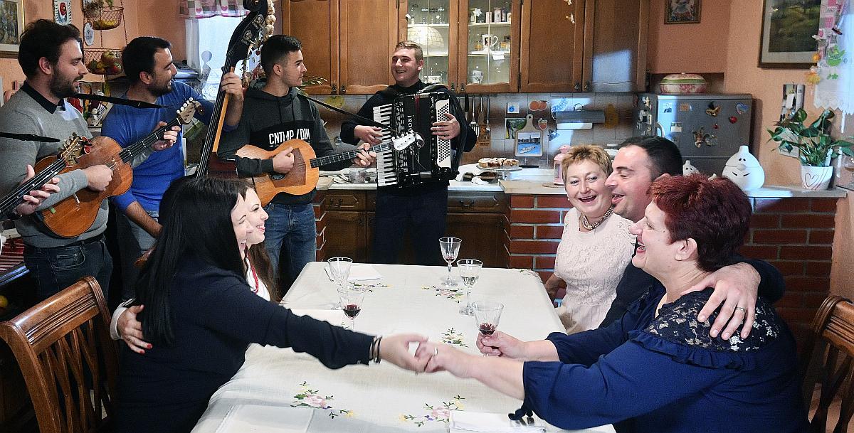 """Nova sezona slasnog showa """"Večera za 5 na selu"""" od 27.1. na RTL-u"""