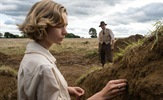 "Carey Mulligan i Ralph Fiennes u filmu ""The Dig"""